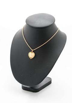 Lindo e luxuoso colar no pescoço de jóias