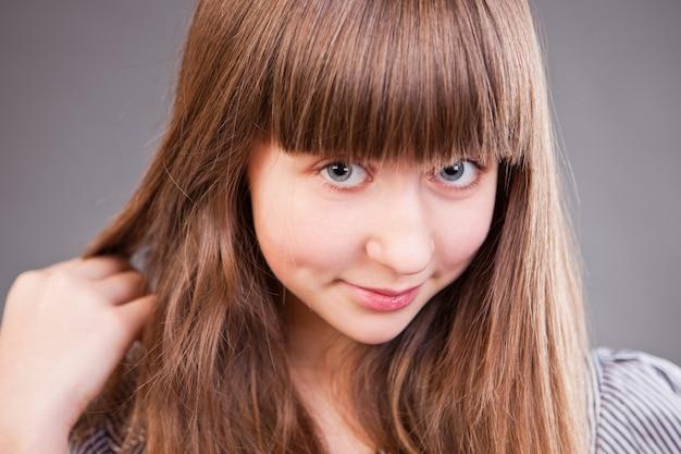 Lindo retrato de menina adolescente