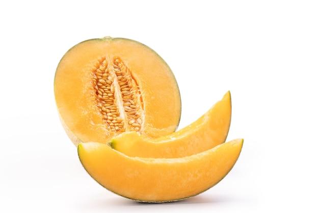 Lindo saboroso fatiado suculento melão melão, melão, melão, isolado no fundo branco, close-up, traçado de recorte, cortar.