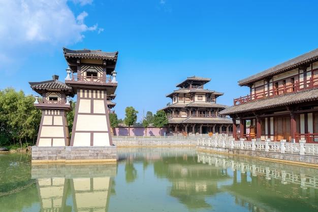 Lindo verão, antigo parque da cidade em guizhou, china.