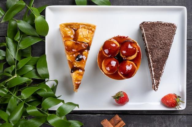 Lindos bolos de chocolate, sobremesas, vista de cima