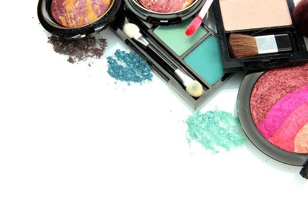 Lindos cosméticos decorativos, isolados no branco Foto Premium