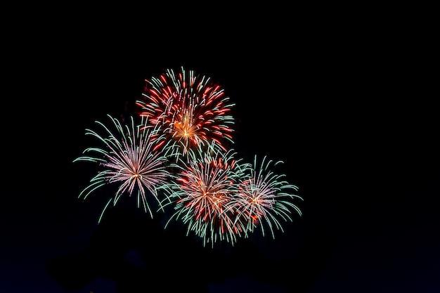 Lindos fogos de artifício para o conceito de celebração de fundo