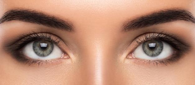 Lindos olhos femininos