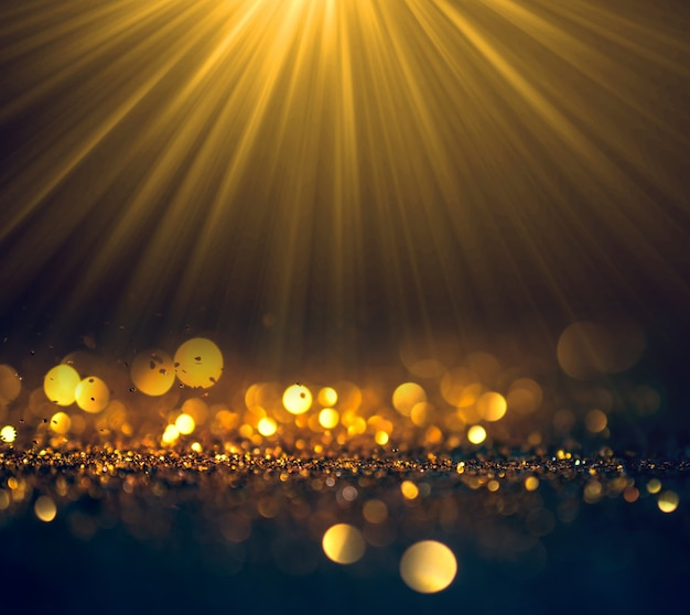 Lindos raios de luz com fundo de grunge de luzes de brilho,