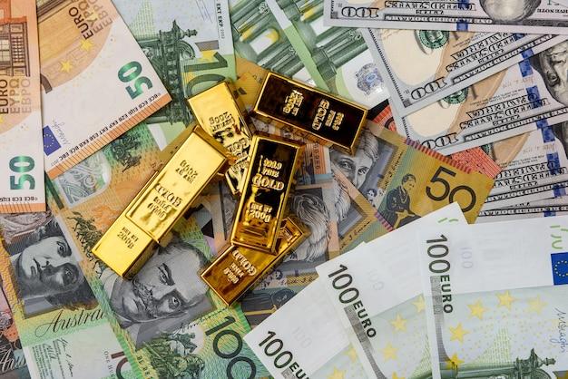 Lingotes de ouro em dólares americanos, australianos e euros