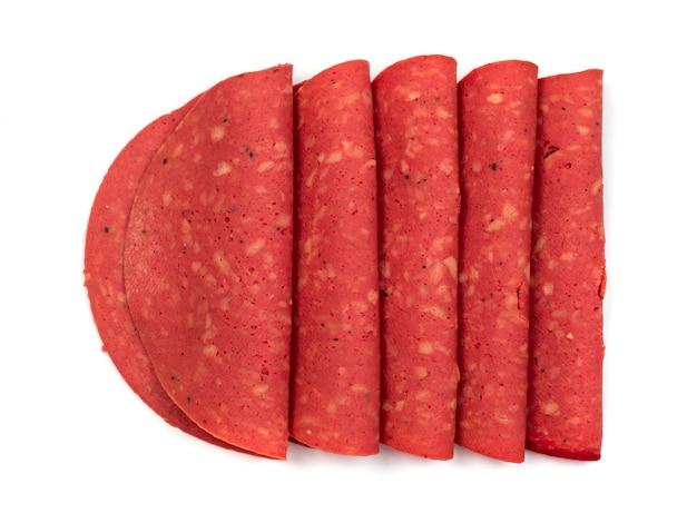Linguiça artificial para vegetarianos feita de soja. salame de soja sem carne, especialmente para veganos. vista superior do substituto de carne isolada