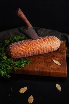 Linguiça de frango no tabuleiro