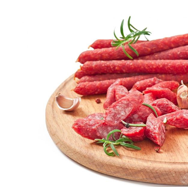 Linguiça defumada com alecrim, pimenta e alho