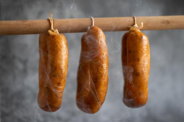 Linguiça portuguesa alheira em palito de madeira