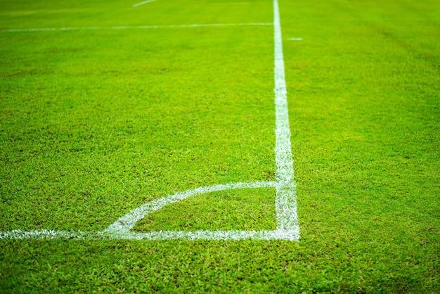 Linha branca em campo de futebol futebol, grama verde
