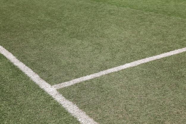 Linha branca no campo de futebol de futebol