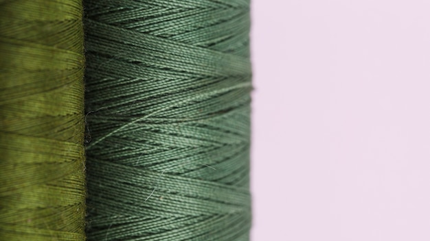 Linha de bobinas de fio verde