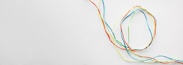 Linha de costura colorida para cópia-espaço