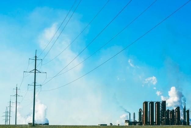 Linha de energia na planta