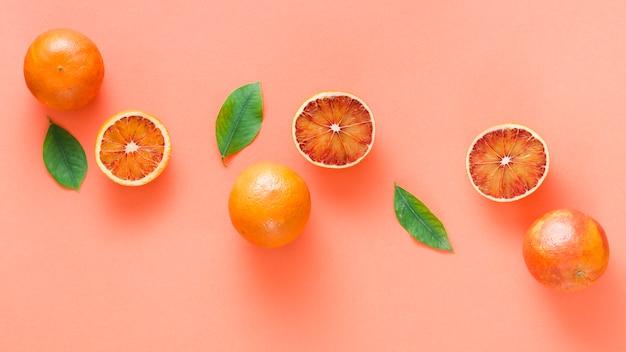 Linha de laranjas vista superior