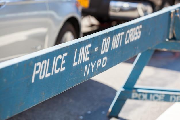 Linha de polícia na cena do crime