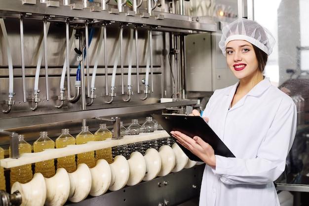 Linha de produção de alimentos de óleo de girassol refinado.