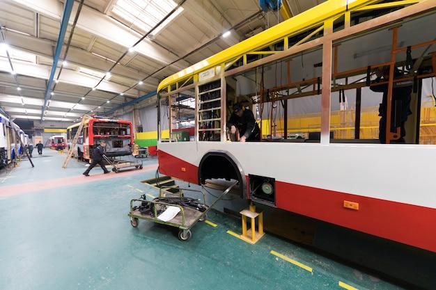 Linha de produção de ônibus