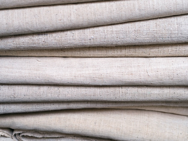 Linha de tecidos coloridos.