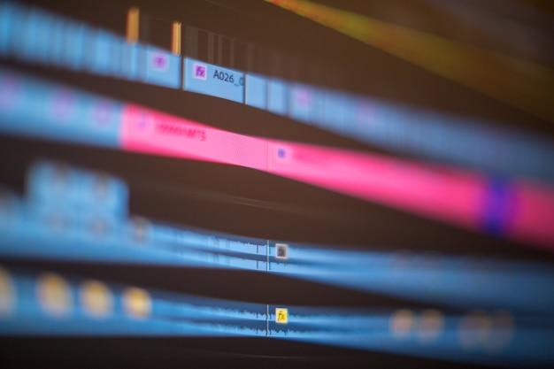 Linha de tempo de edição de vídeo na tela do computador