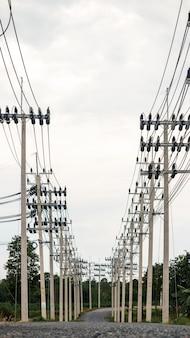 Linha de transmissão de eletricidade da fonte de energia