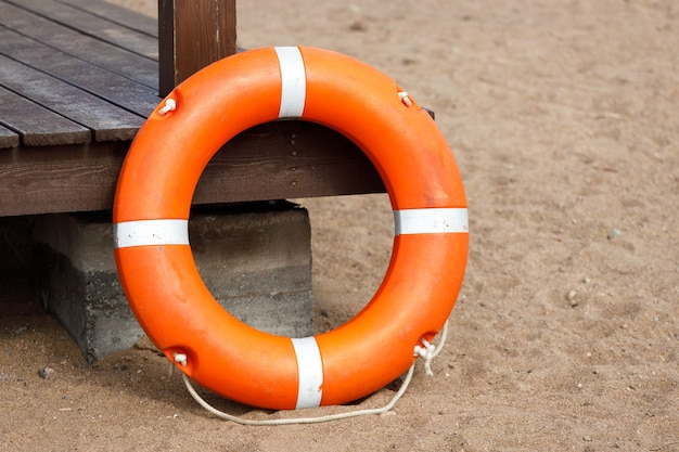Linha de vida na estação de praia. resgate de afogamento. foto de alta qualidade