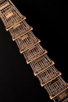 Linha de vista superior do carrinho de supermercado