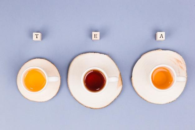 Linha de xícaras de chá de vista superior