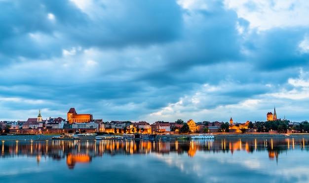 Linha do horizonte da cidade velha de torun, na polônia