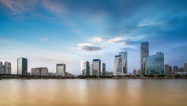 Linha do horizonte da paisagem de arquitetura moderna em fuzhou