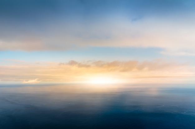 Linha do horizonte no mar