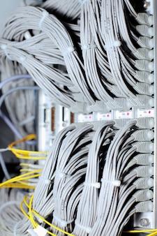 Linha e1 de telecomunicação em operadora móvel de datacenter.