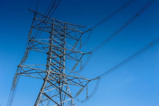 Linha eléctrica de alta tensão da torre da eletricidade 500 kv em tailândia.