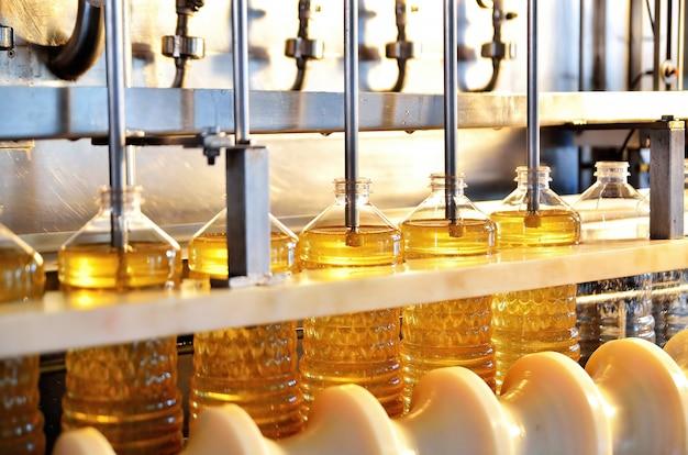 Linha industrial para produção de óleo de girassol. linha de enchimento automatizada