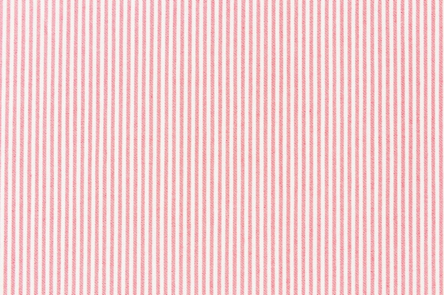 Linha listrada vermelha no pano de fundo texturizado tela branca
