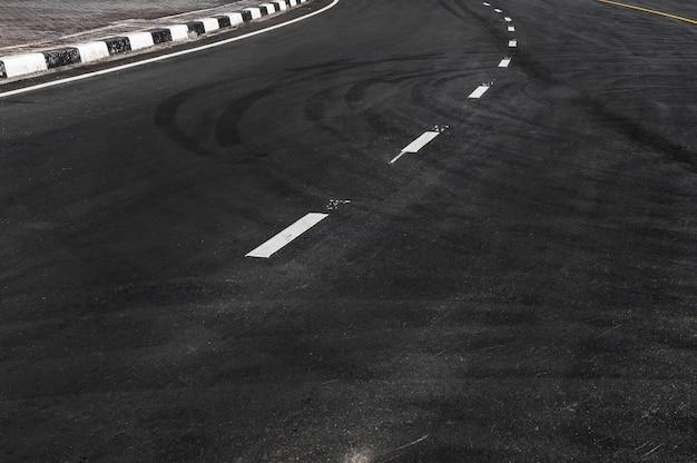 Linha na estrada de asfalto, cópia espaço do fundo abstrato da textura da linha da estrada