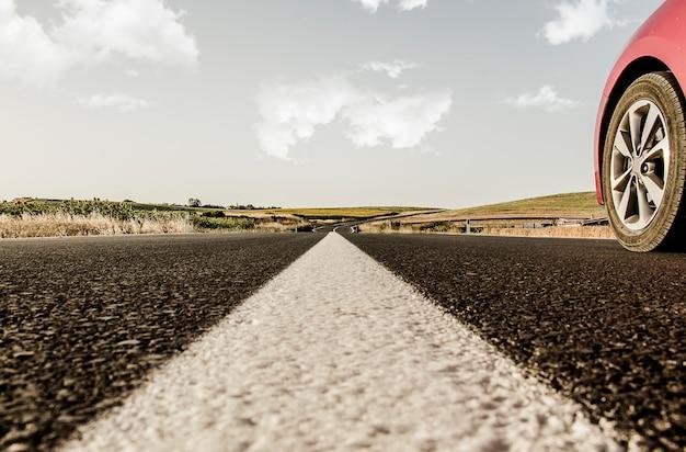 Linha rodoviária e carro