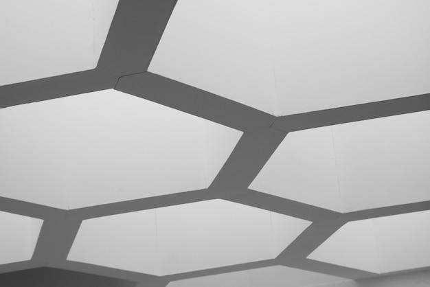 Linhas abstratas na arquitetura. detalhe moderno da arquitetura. fragmento refinado do interior do escritório contemporâneo / edifício público