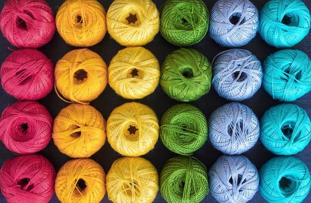 Linhas coloridas para tricô fundo
