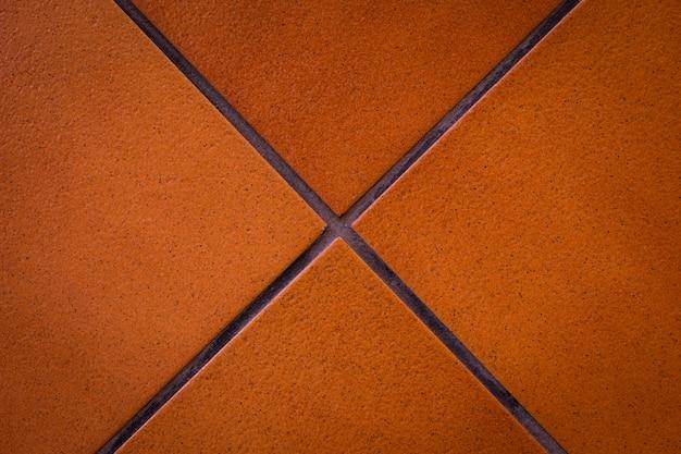 Linhas cruzadas no fundo marrom do tijolo. conceito em forma de x.