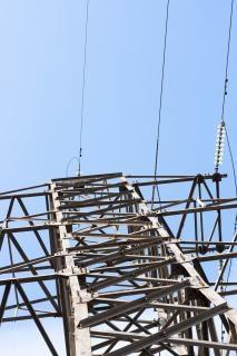 Linhas de energia elétrica, céu