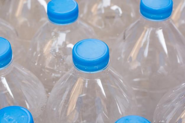 Linhas de garrafas de água