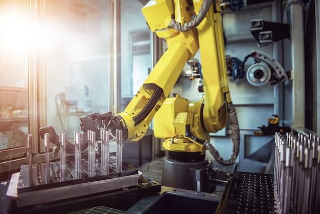 Linhas de produção de braço robótico moderna tecnologia industrial. célula de produção automatizada.