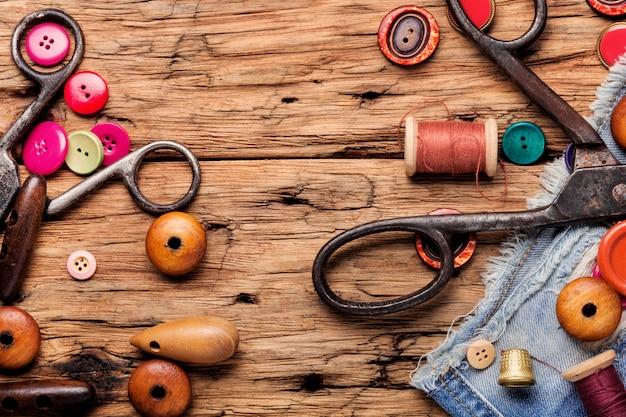Linhas e acessórios de costura