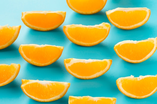 Linhas e colunas de fatias de laranja