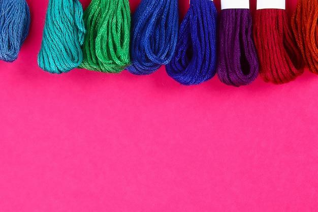 Linhas multicoloridas para bordar