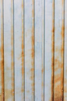 Linhas na superfície metálica enferrujada