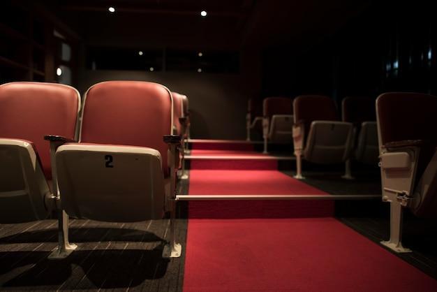 Linhas vazias em um cinema