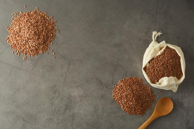 Linho. sementes de linhaça. conceito de comida saudvel.